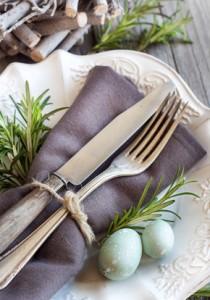 Décoration de table, service couvert et assiette dressé